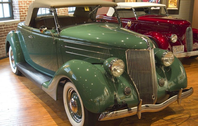 1936 Ford V-8 Deluxe Roadster